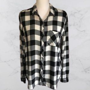 Universal Threads buffalo check button up top, L